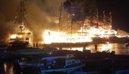 Alanya'da tekneler bir anda alev aldı