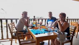 Alman turist Anneye oğlundan Alanya tatili hediye