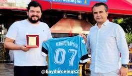 Kulüp Başkanı Bağışlardan, Mahmutlarspora destek olan esnafa teşekkür plaketi!