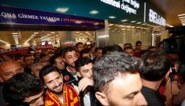 Emre Akbaba İstanbul'da tezahüratlarla...