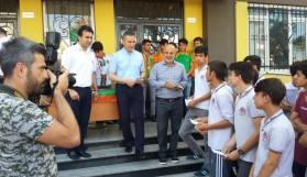 Başkan Çavuşoğlu öğrencilere mektup dağıttı