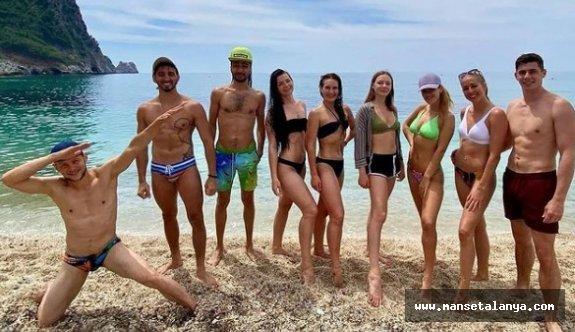 Alanya'da kısıtlamasız ilk günde sahiller doldu