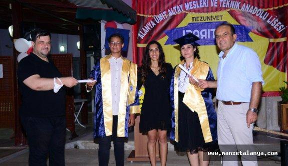 Alanya'da anne oğul aynı okuldan mezun oldu