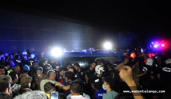 Manavgat'ta iki kişi zırhlı araçla uzaklaştırıldı