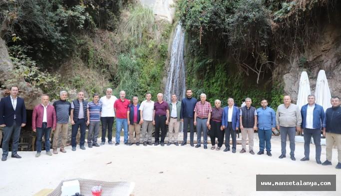 Ak Parti, mahalle başkanlarıyla buluştu