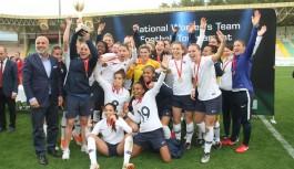 Alanya'da kadınlar kupasının sahibi Fransa