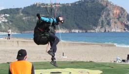 Yamaç paraşütü hedef kupası yarışları Alanya'da