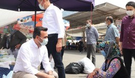 Ak Partililer pazar yerinde vatandaşlarla...